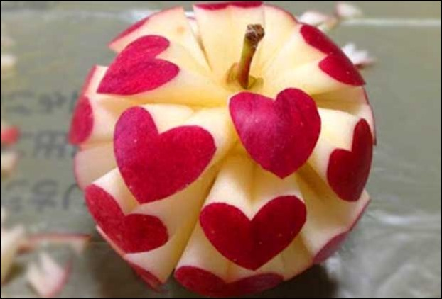 The presence of pectin , polyphenol and flavanoid in apple benefits in heart ailments